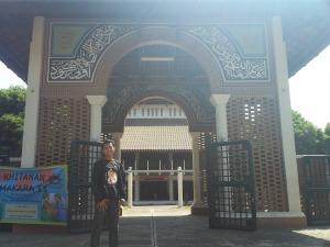 Ridho & Masjid kampus UI